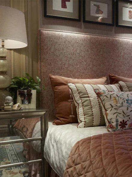 美式风格卧室床头柜照片墙欣赏