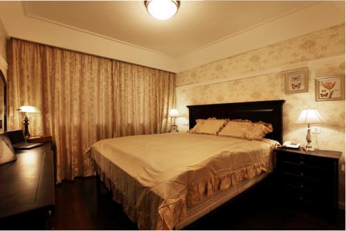 温馨美式卧室窗帘欣赏