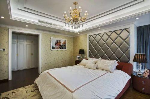 混搭卧室床头柜背景墙设计