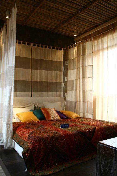 复古东南亚卧室窗帘装修图片