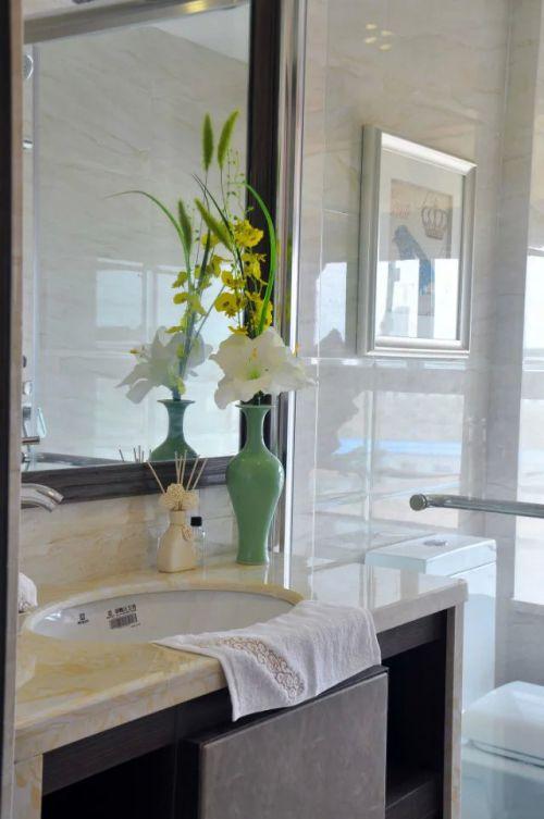 中式风格卫生间家装镜子效果图