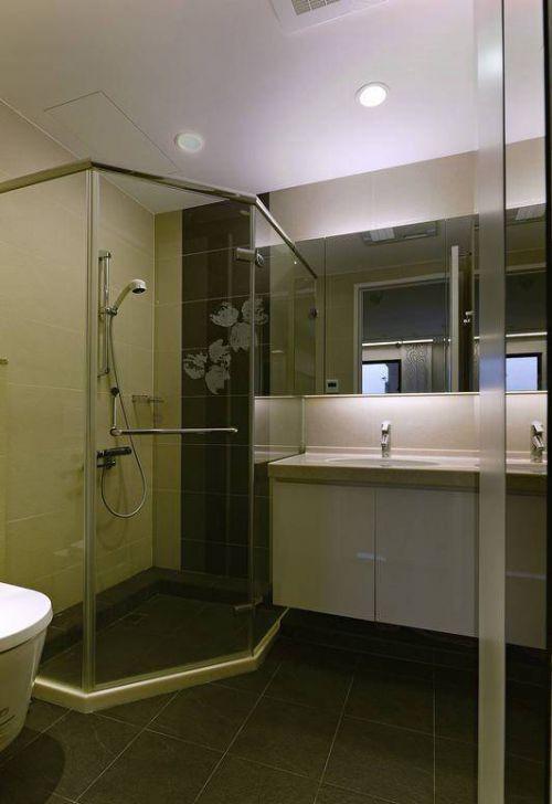 混搭三居卫生间玻璃隔断图片