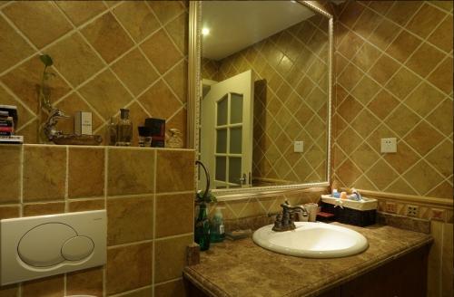 112平混搭两居卫生间装饰设计