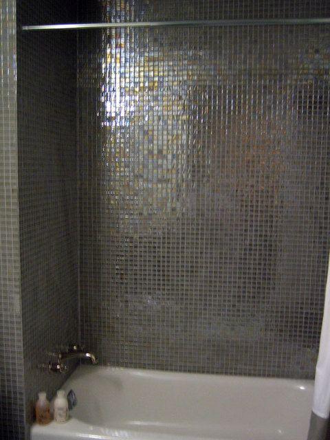 简约欧式风格两居室卫生间浴缸效果图