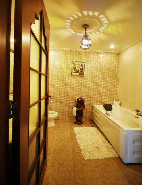 东南亚风格卫生间地板砖效果图