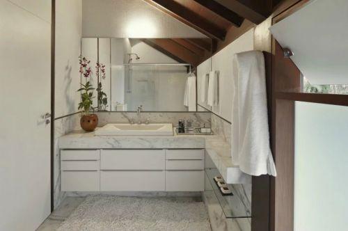东南亚卫生间浴室柜装饰效果图