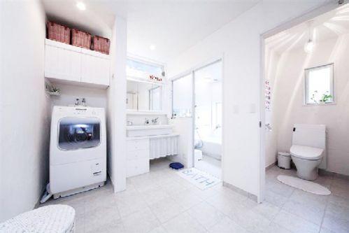日式简约风公寓卫生间效果图