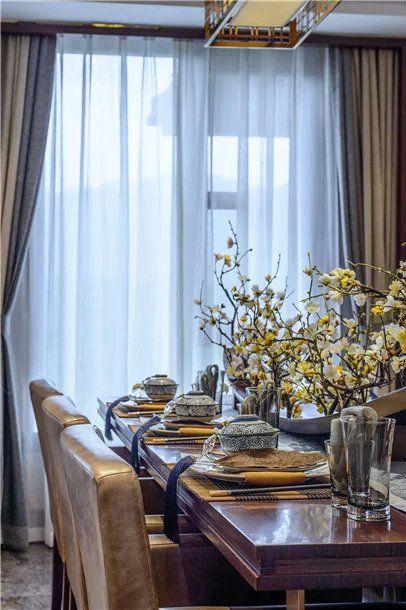 中式简单餐厅餐桌飘窗家装效果图