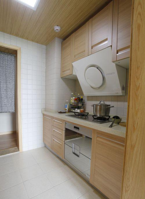 日式风格原木色壁橱设计