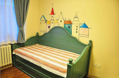 迪拜床配上墙画,有点童话浪漫的气息。。。床下边是个