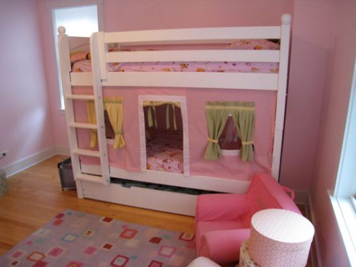 美式风格粉色儿童房图片