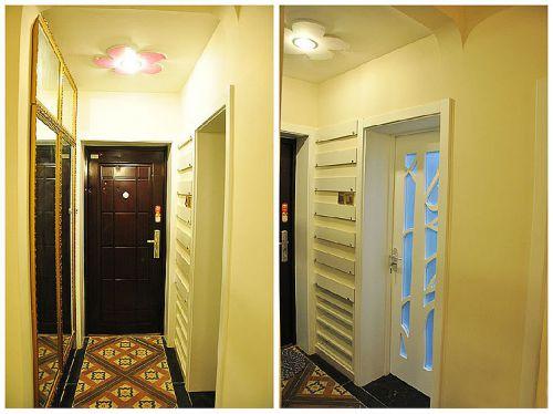 回头看看防盗门,卫生间门(挨着防盗门的镜子)和月牙