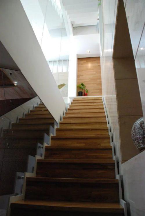 东南亚风格楼梯设计装修案例