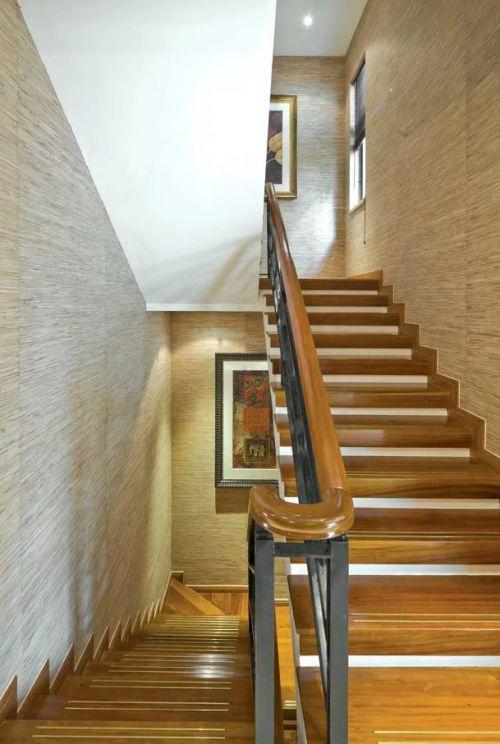 东南亚风格楼梯背景墙装修设计