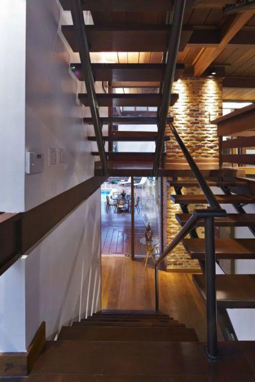 东南亚楼梯个性装修设计
