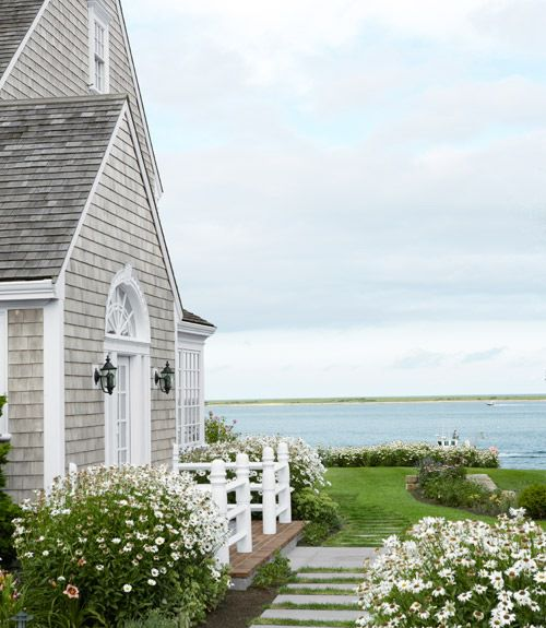 清凉的海边度假小屋花园装修效果图