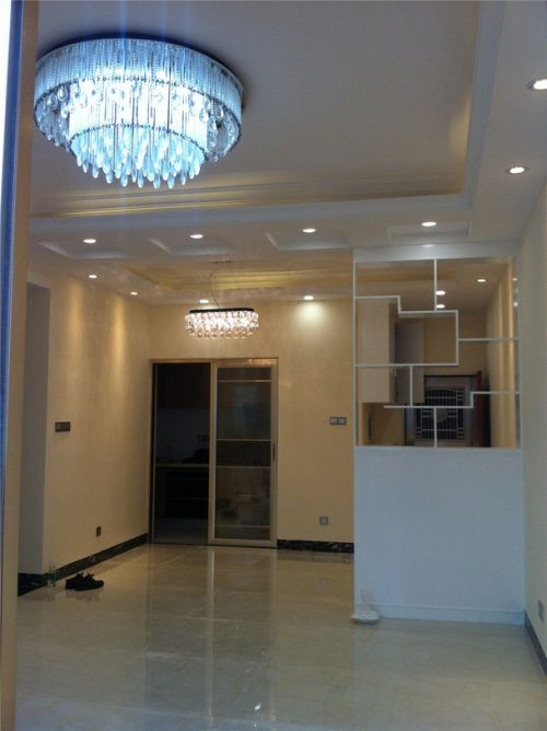 现代简约风格客厅白色博古架装修效果图
