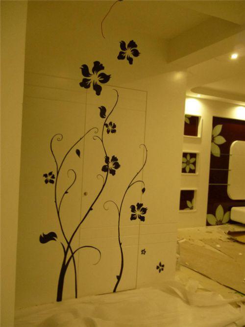 现代简约三居室客厅米色隐形门装修效果图