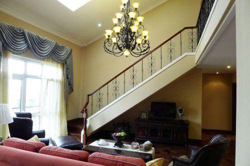 黄色简欧复式客厅楼梯装修效果图