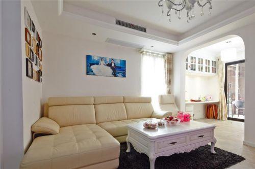 简欧风格二居室客厅照片墙装修效果图