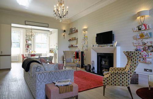 欧式风格温馨优雅客厅壁炉装修设计图