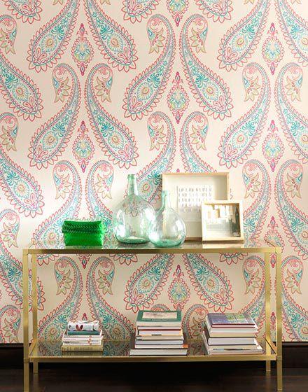 粉色基调欧式风格客厅壁纸装修实景图