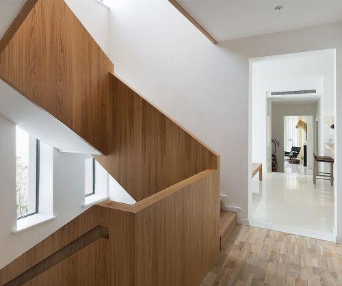 大户型欧式家居设计客厅楼梯装修效果图