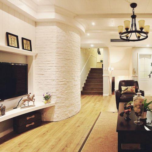 白色小复式欧式风格客厅楼梯设计效果图