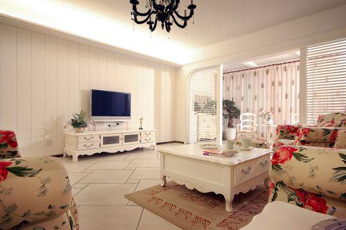 田园风格三居室客厅影视墙装修效果图欣赏