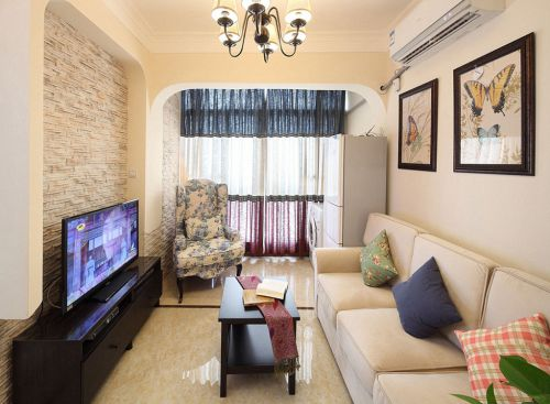 田园风格二居室客厅影视墙装修效果图