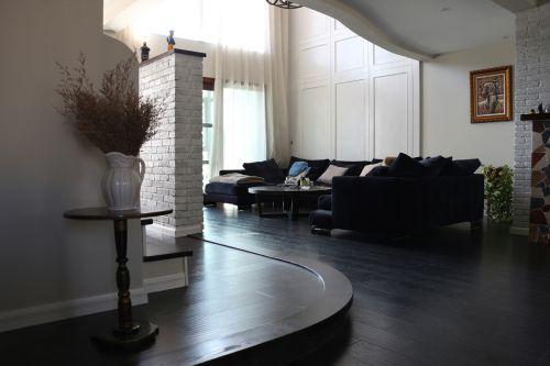 黑色创意混搭风格别墅客厅装修实景图