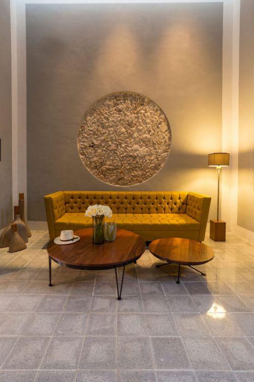 怀旧混搭风格客厅黄色沙发实景图