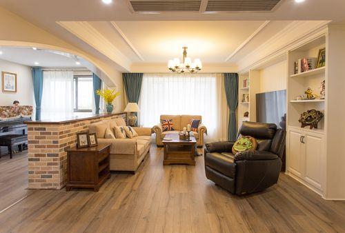 经典美式风格客厅原木茶几实景图