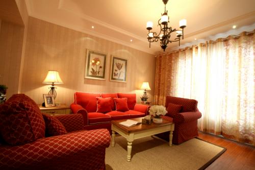 美式乡村风格三居室客厅窗帘装修效果图