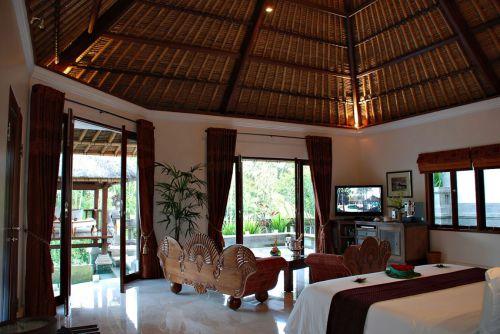 东南亚风别墅客厅气势磅礴吊顶效果图