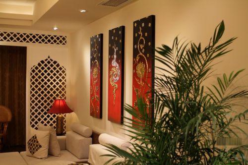 东南亚风格三居室客厅照片墙装修效果图欣赏