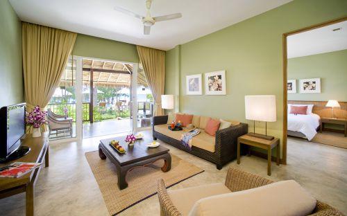 简约绿意墙壁藤编沙发东南亚客厅装修设计