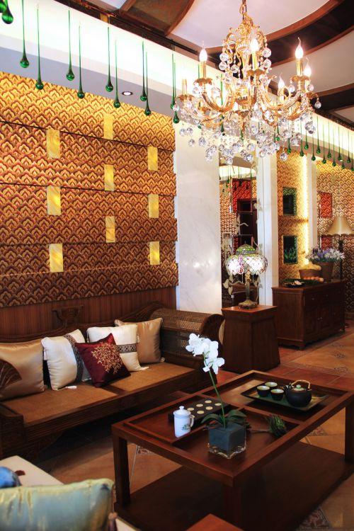 东南亚风格四居室客厅吊顶装修效果图欣赏