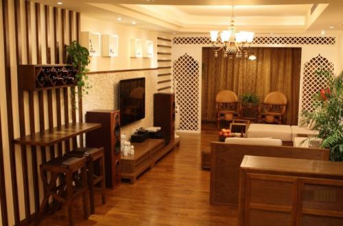 东南亚风格二居室客厅背景墙装修效果图