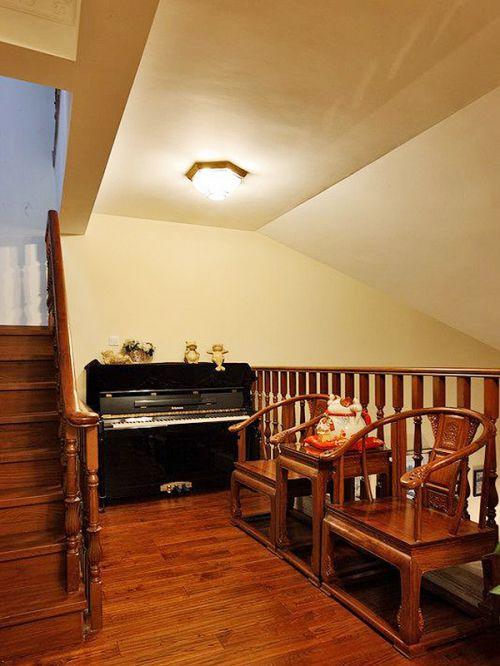 原木色中式古典风格小客厅沙发设计