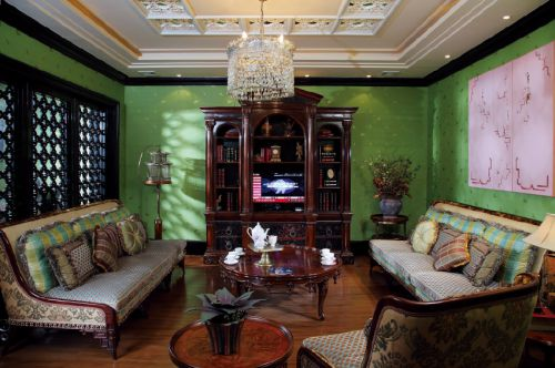 美式古典三居室客厅背景墙装修图片