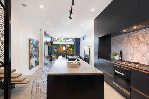 大气现代风格厨房黑色橱柜装修效果图