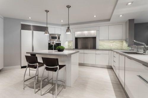 现代简约大气白色开放式厨房橱柜装修图