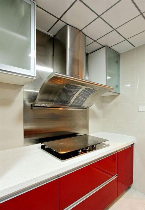 现代风160平三居厨房红色橱柜装修效果图