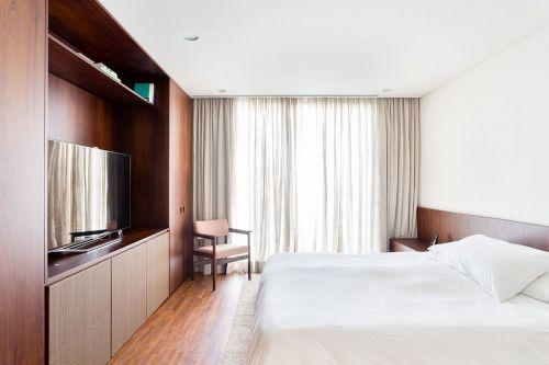 明亮现代风格卧室窗帘装修图片