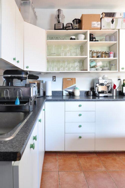 现代风格清新实用厨房装修实景图