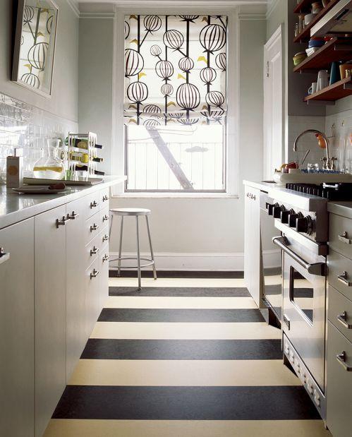 现代简约黑色U型厨房装修效果图