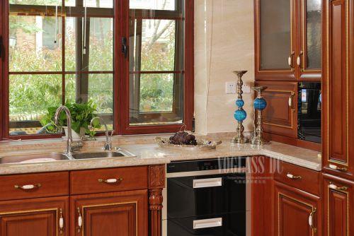 现代简约别墅厨房装修效果图欣赏