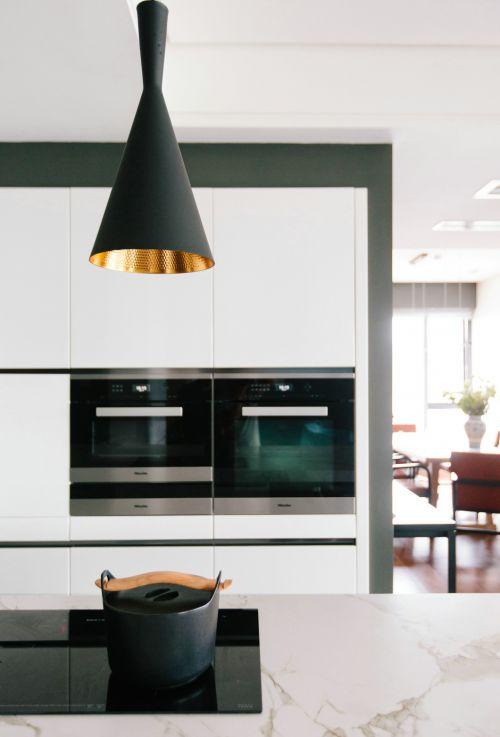 黑白经典现代风格厨房装修实景图