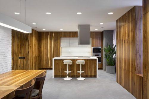 现代风格温润原木色厨房吧台装修图片